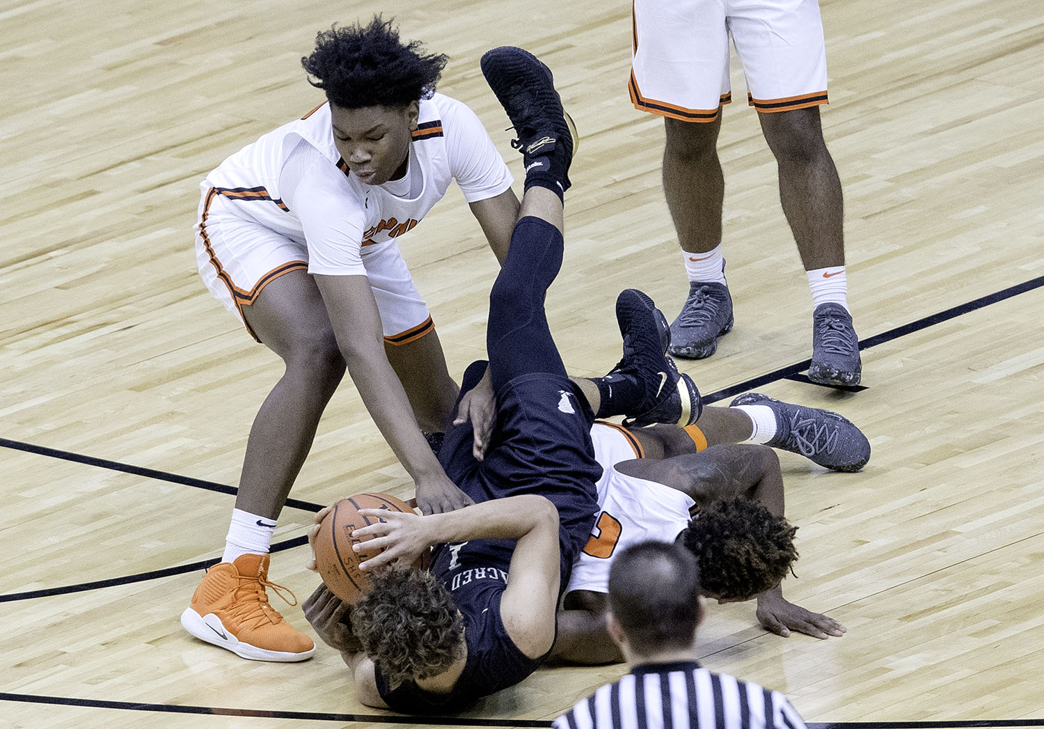 Sacred Heart-Griffin's Isaiah Thompson corrals a loose ball against Lanphier during the Boys City Tournament at the Bank of Springfield Center Thursday, Jan. 17, 2019.  [Ted Schurter/The State Journal-Register]