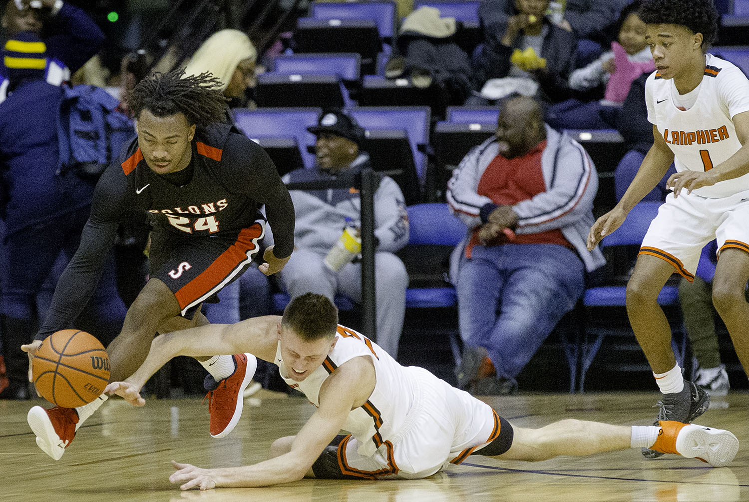 Springfield's Taryn Wallace beats Lanphier's Jaden Snodgrass to a loose ball during the Boys City Tournament at the Bank of Springfield Center Friday, Jan. 18, 2019.  [Ted Schurter/The State Journal-Register]