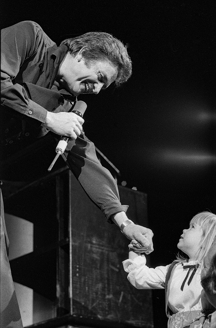 Johnny Cash greets an unidentified fan during this concert with June Carter at the Prairie Capital Convention Center February 3, 1980. File/David Klobucar/The State Journal-Register