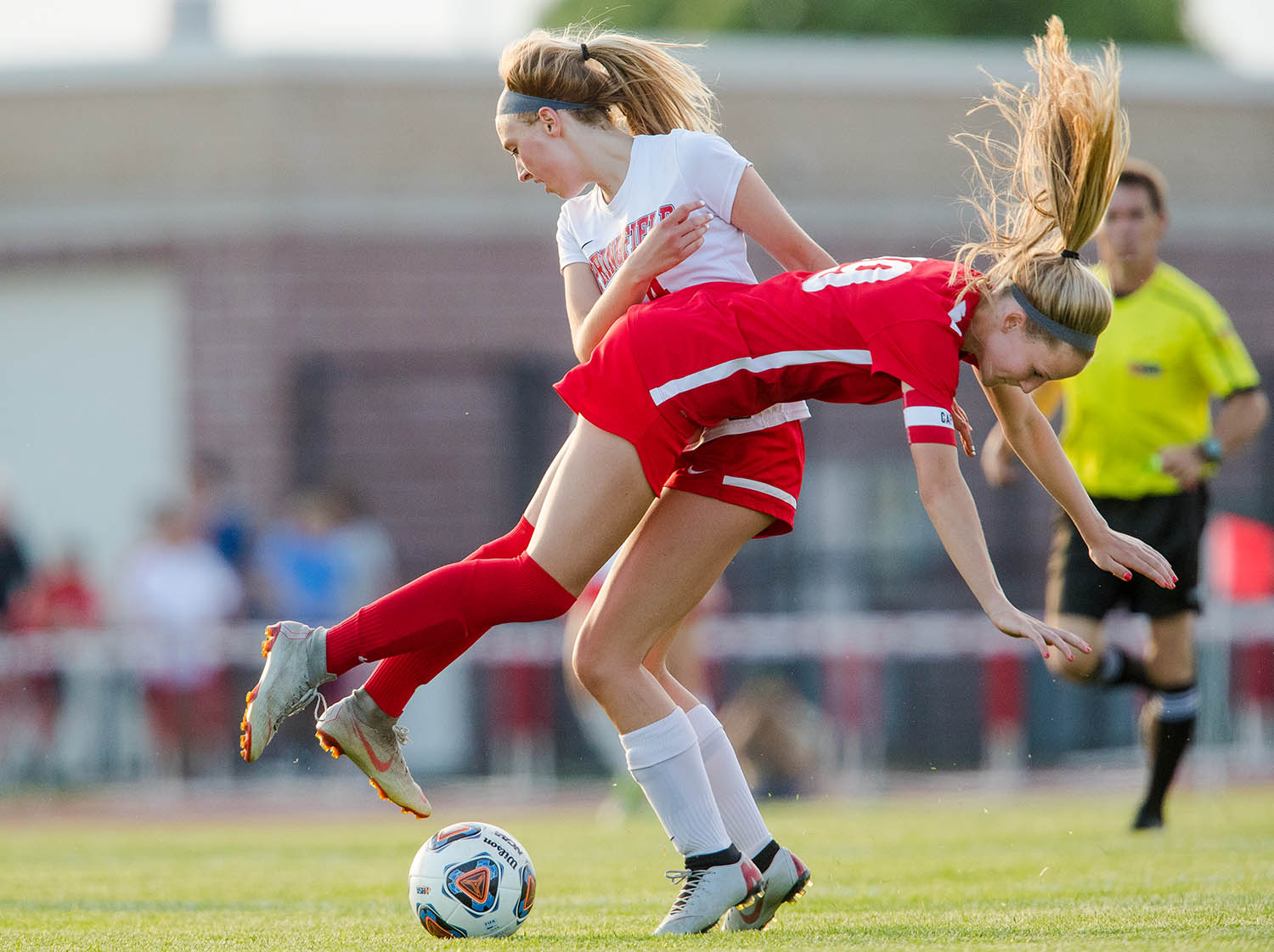 Troy Triad's Sydney Beach flies past Springfield's Cadence Brenham during the 2A Glenwood Supersectional at Glenwood High School Tuesday, May 28, 2019. [Ted Schurter/The State Journal-Register]