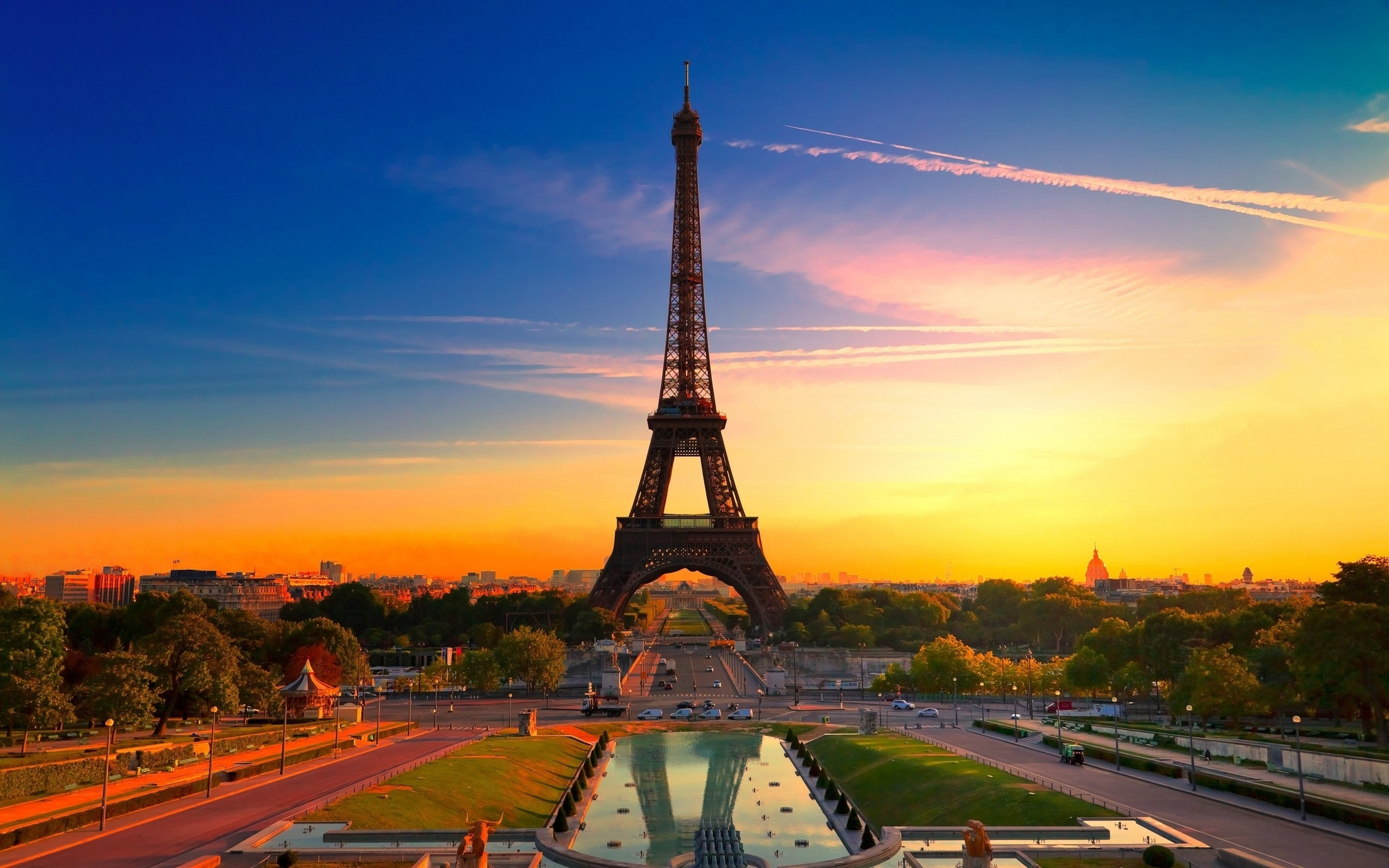 The-Eiffel-Tower-At-Sunset.jpg