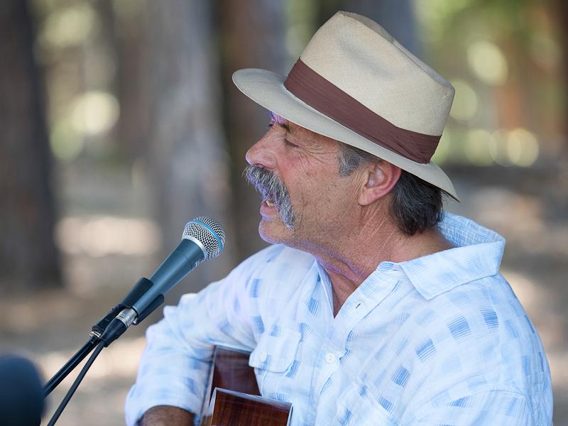 Richard singing.jpg