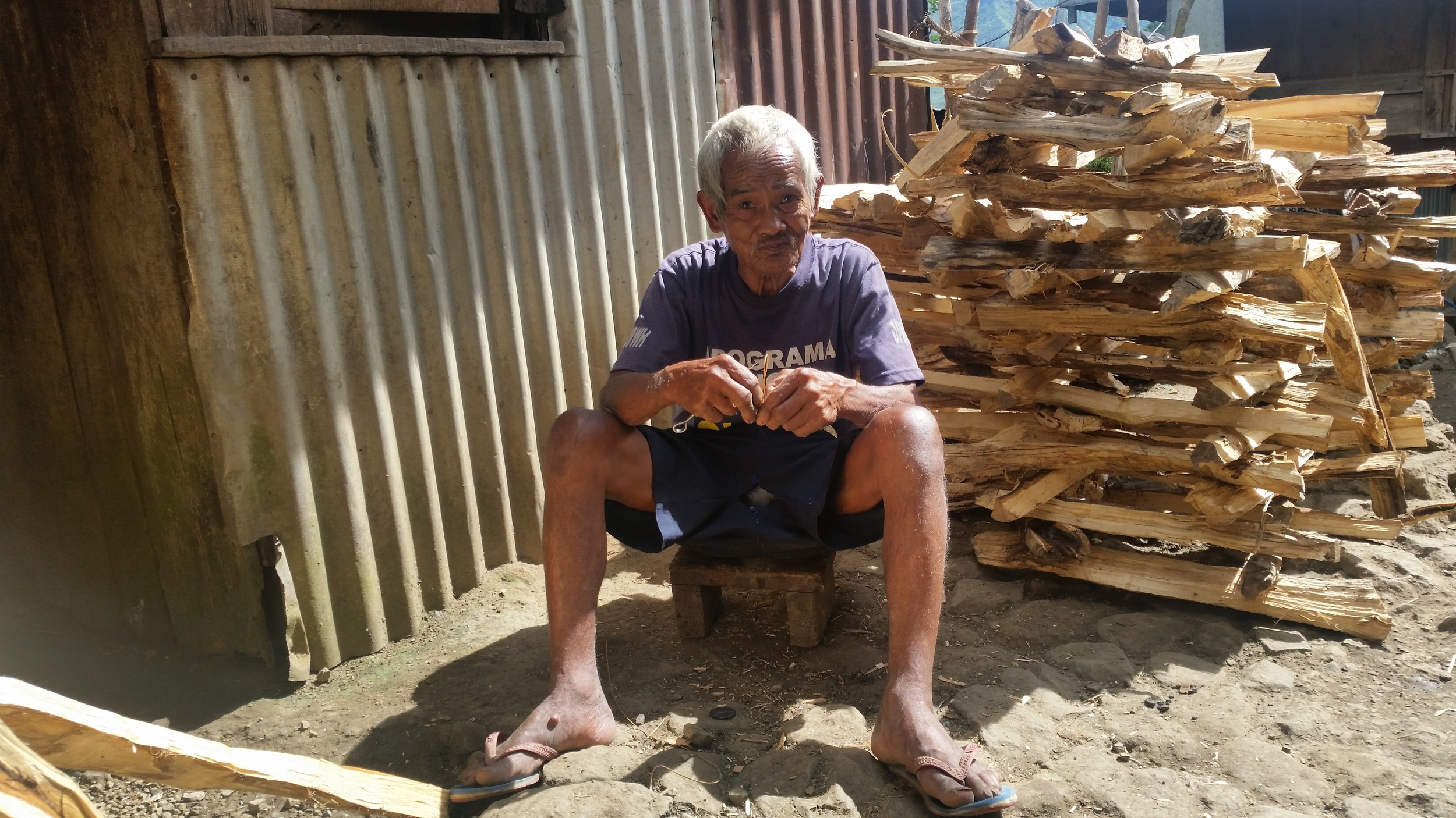 Knife maker in Buscalan village