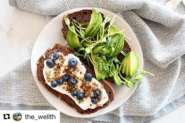 Who else is trying to eat their greens after Thanksgiving dinner? Be sure to check out @the_wellth for beautiful, healthy food inspiration and ideas!