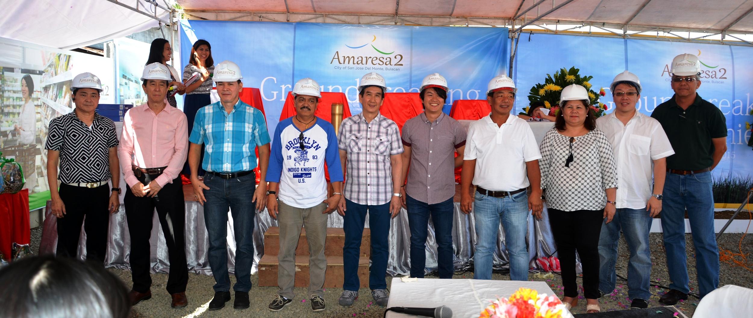 (Left-Right) Mr. Johnson Tan, Mr. Romeo Sy,Chairman Marciano Gatchalian, Kagawad of Gaya-Gaya, Mr. Andres Sy, Mr. Russell Lim, Mr. Virgilio Bucat, Ms. Luna Gallaza, Mr. Alfie Sy and Engr. Rene Tiongson