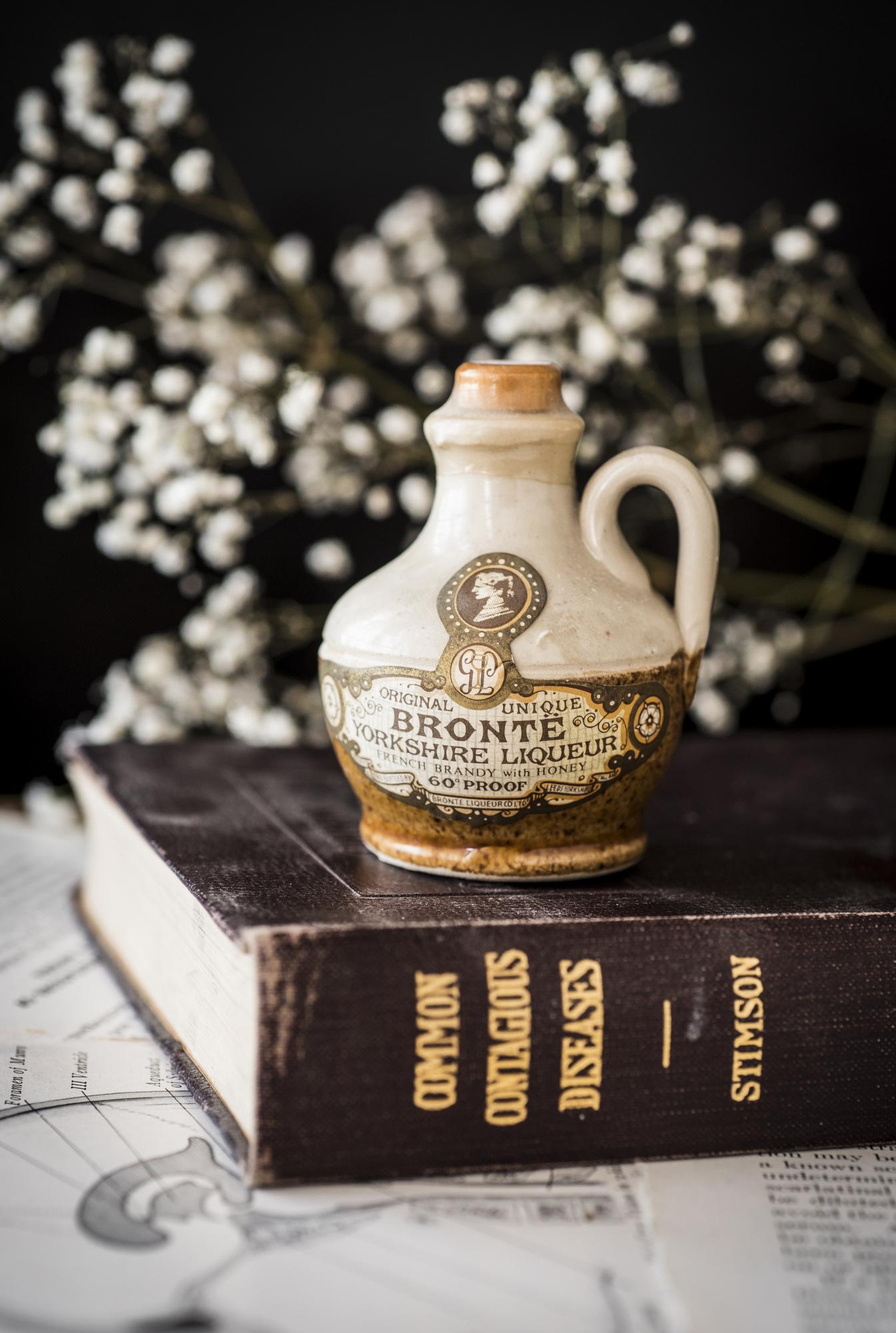 VintageAlcoholBottles017.JPG