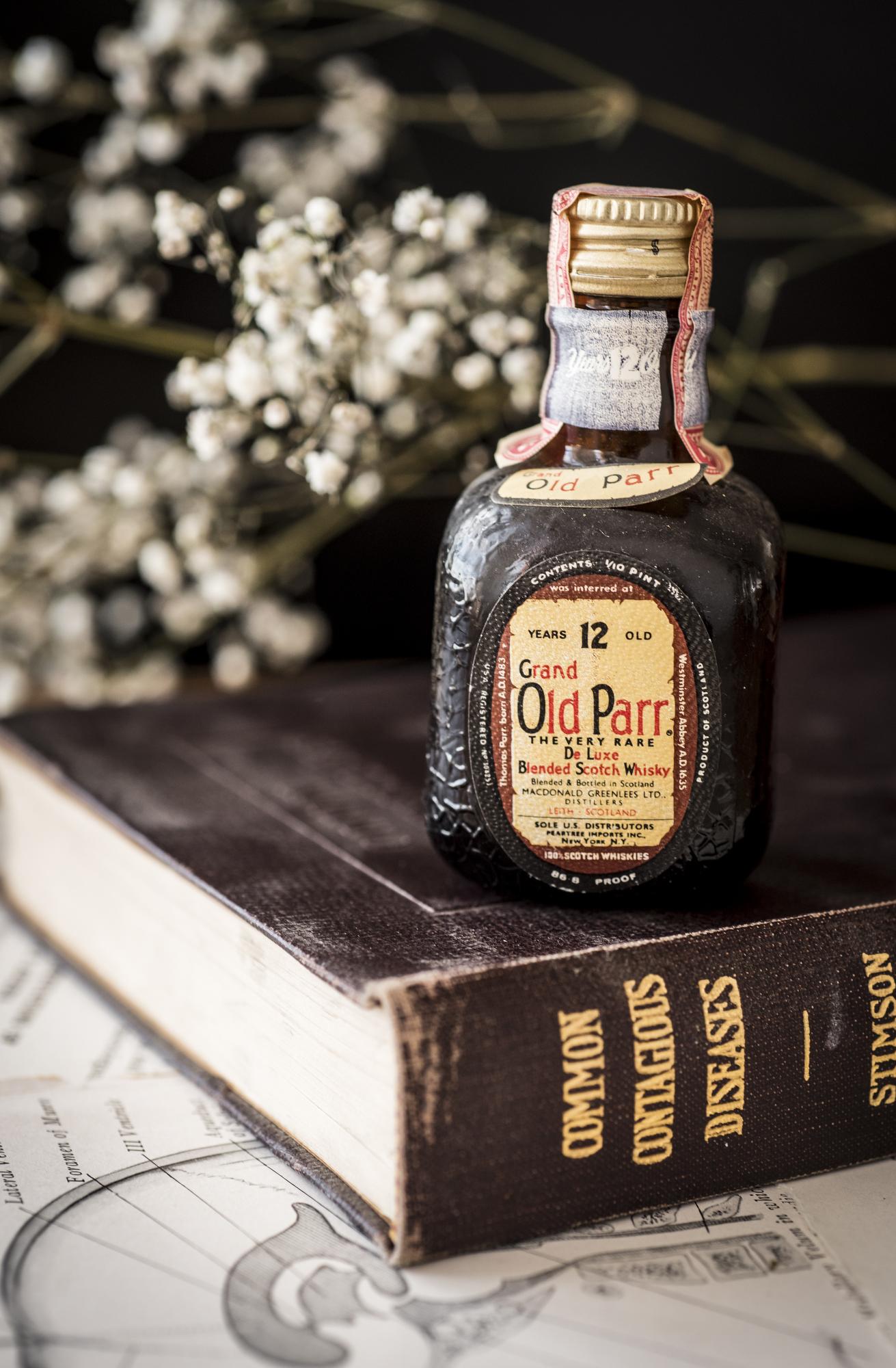 VintageAlcoholBottles004.JPG