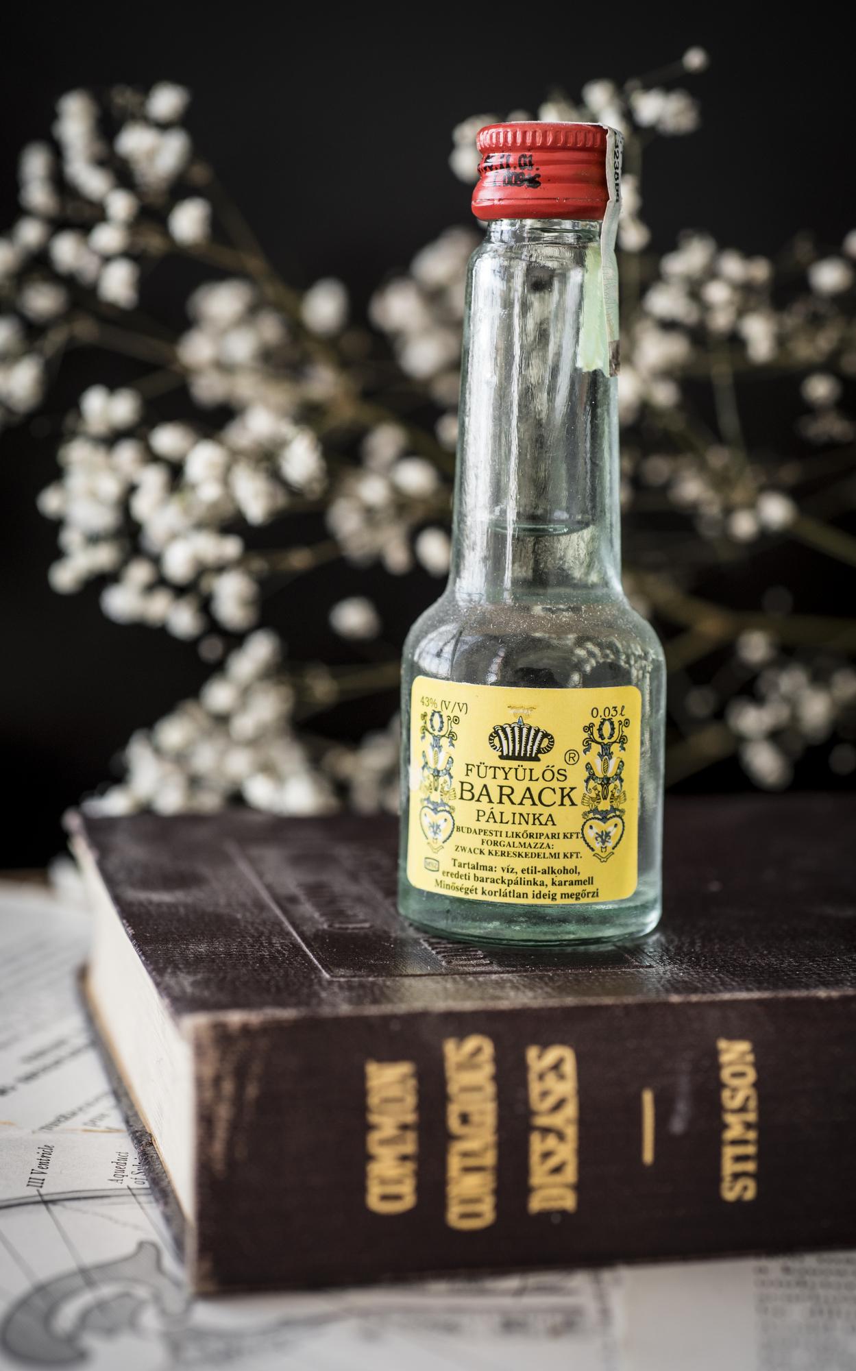 VintageAlcoholBottles013.JPG