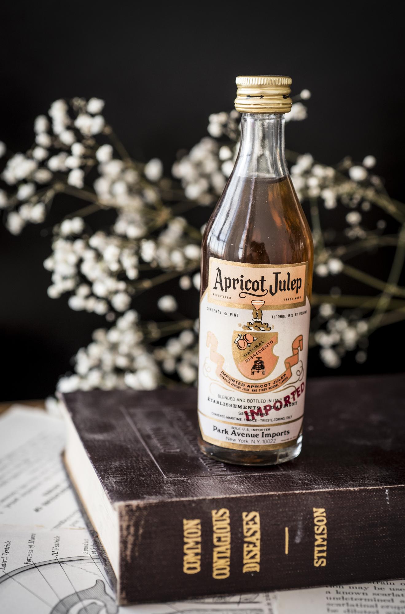 VintageAlcoholBottles015.JPG