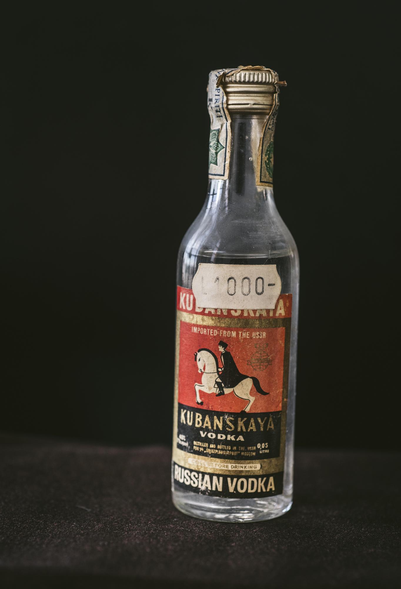 VintageAlcoholBottles018.JPG