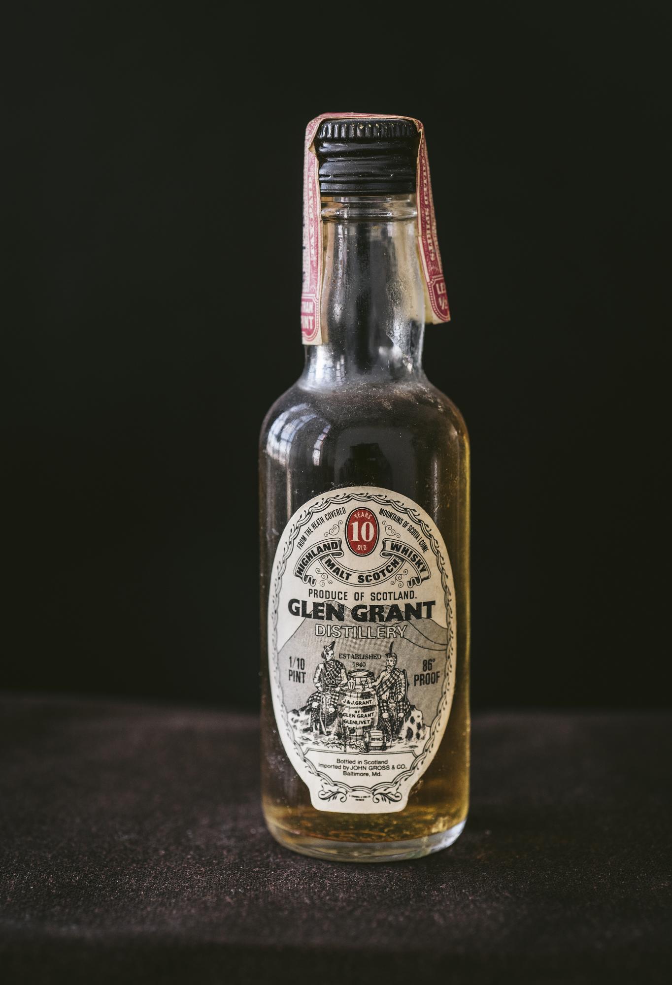 VintageAlcoholBottles029.JPG
