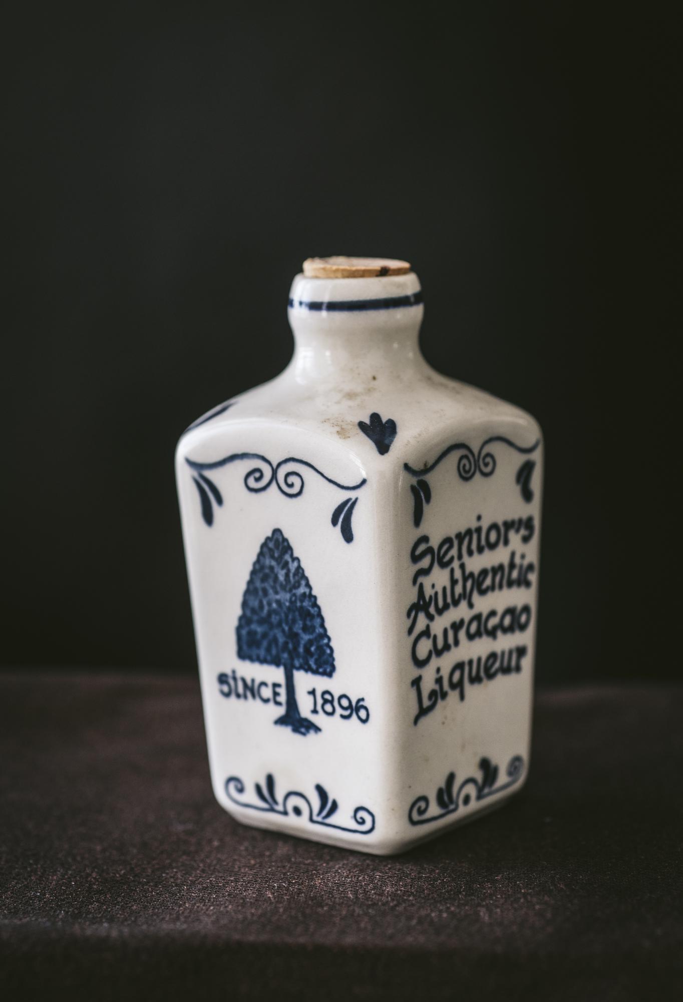 VintageAlcoholBottles035.JPG