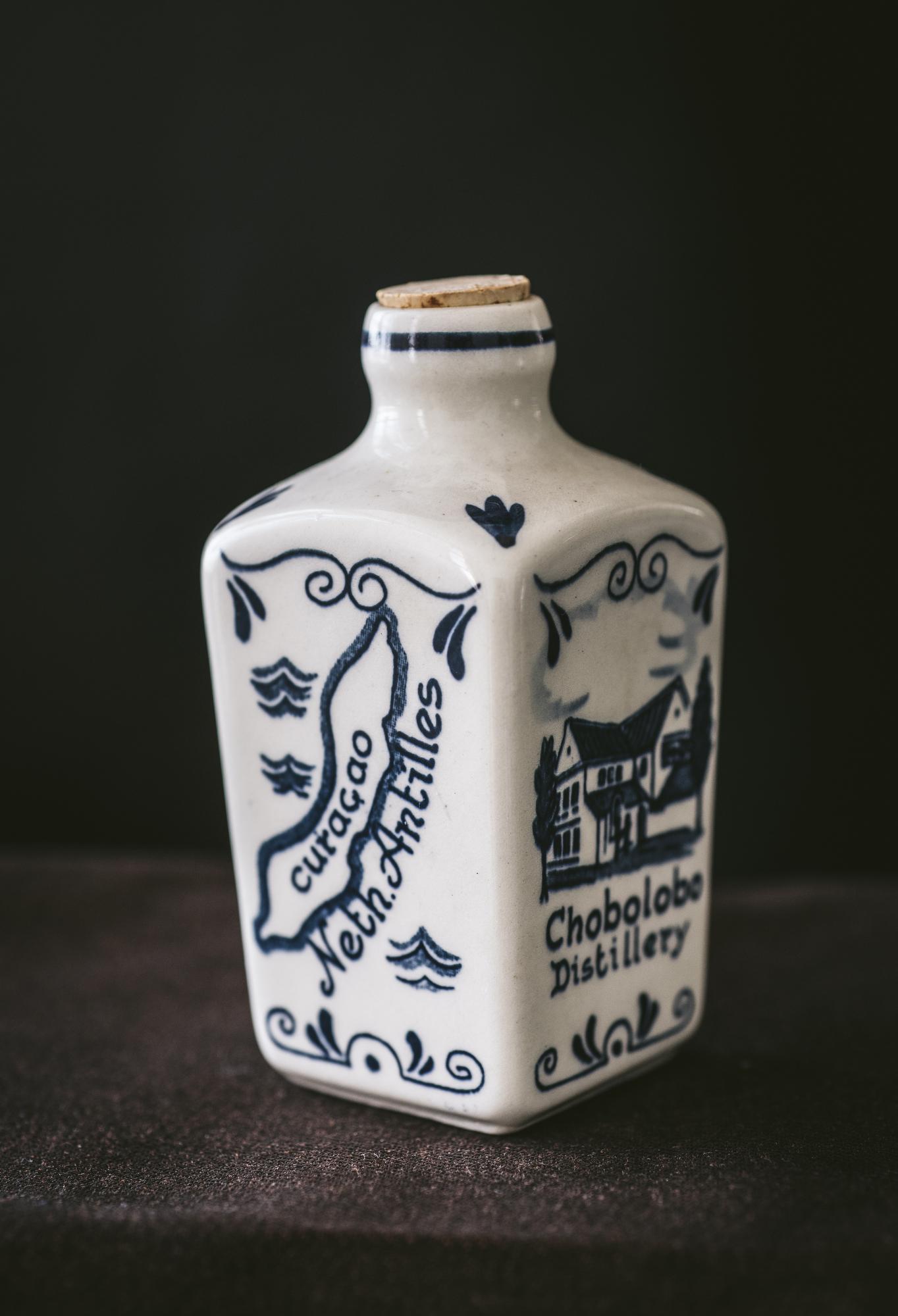 VintageAlcoholBottles036.JPG