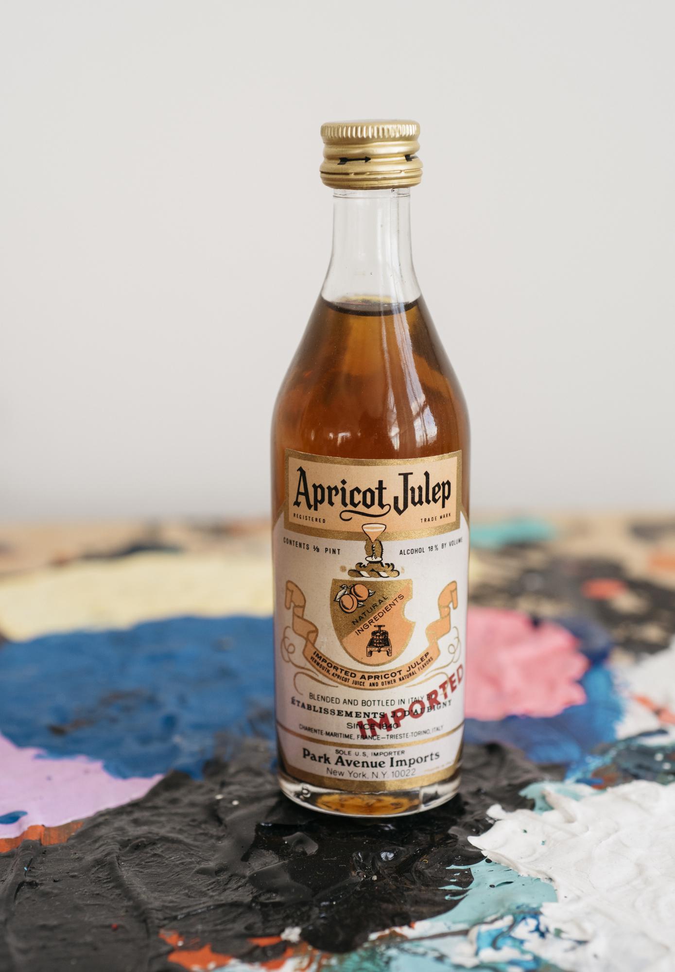VintageAlcoholBottles097.JPG