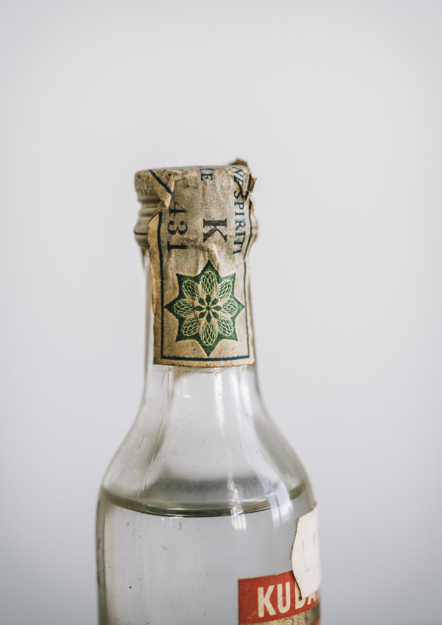 VintageAlcoholBottles060.JPG
