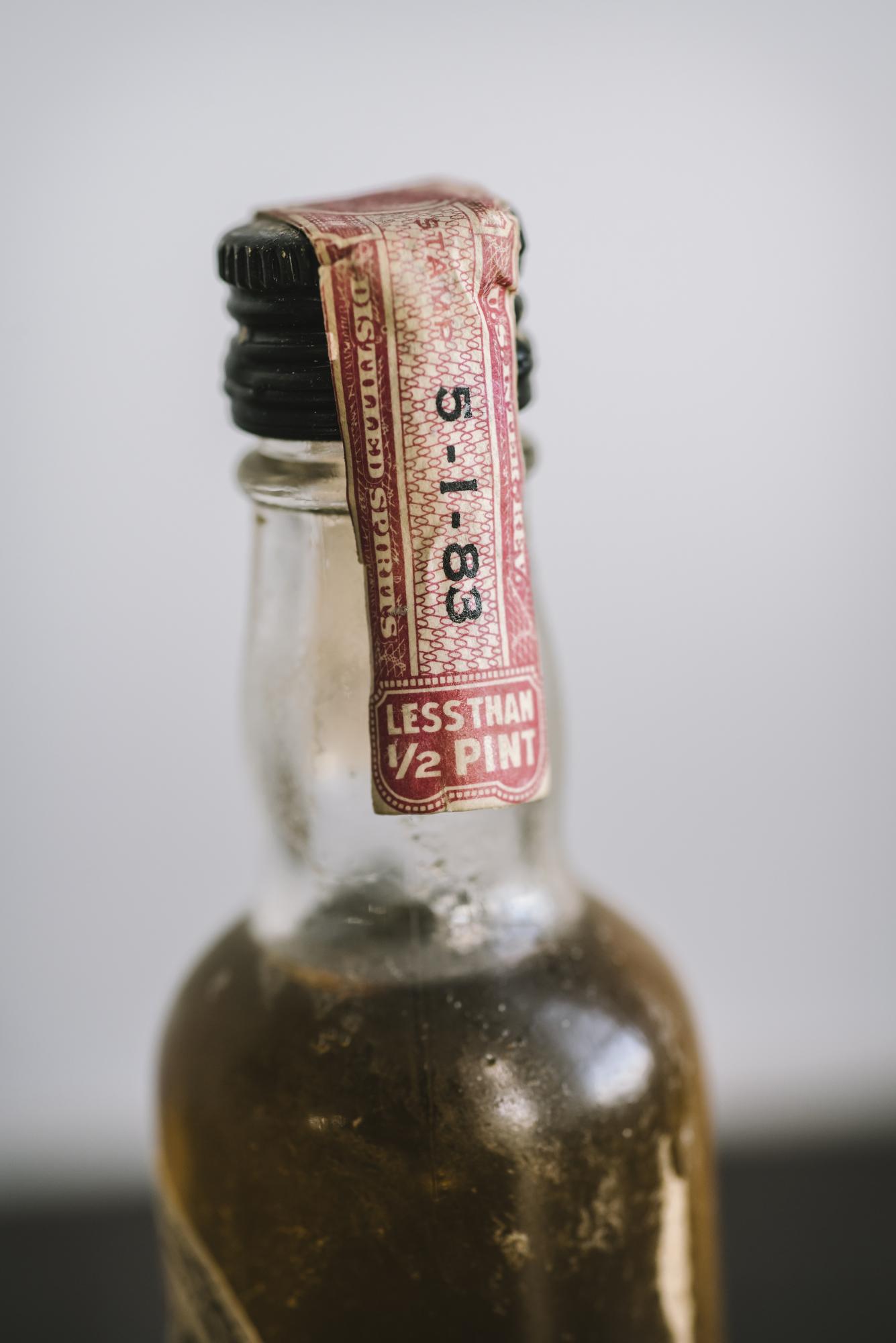 VintageAlcoholBottles062.JPG