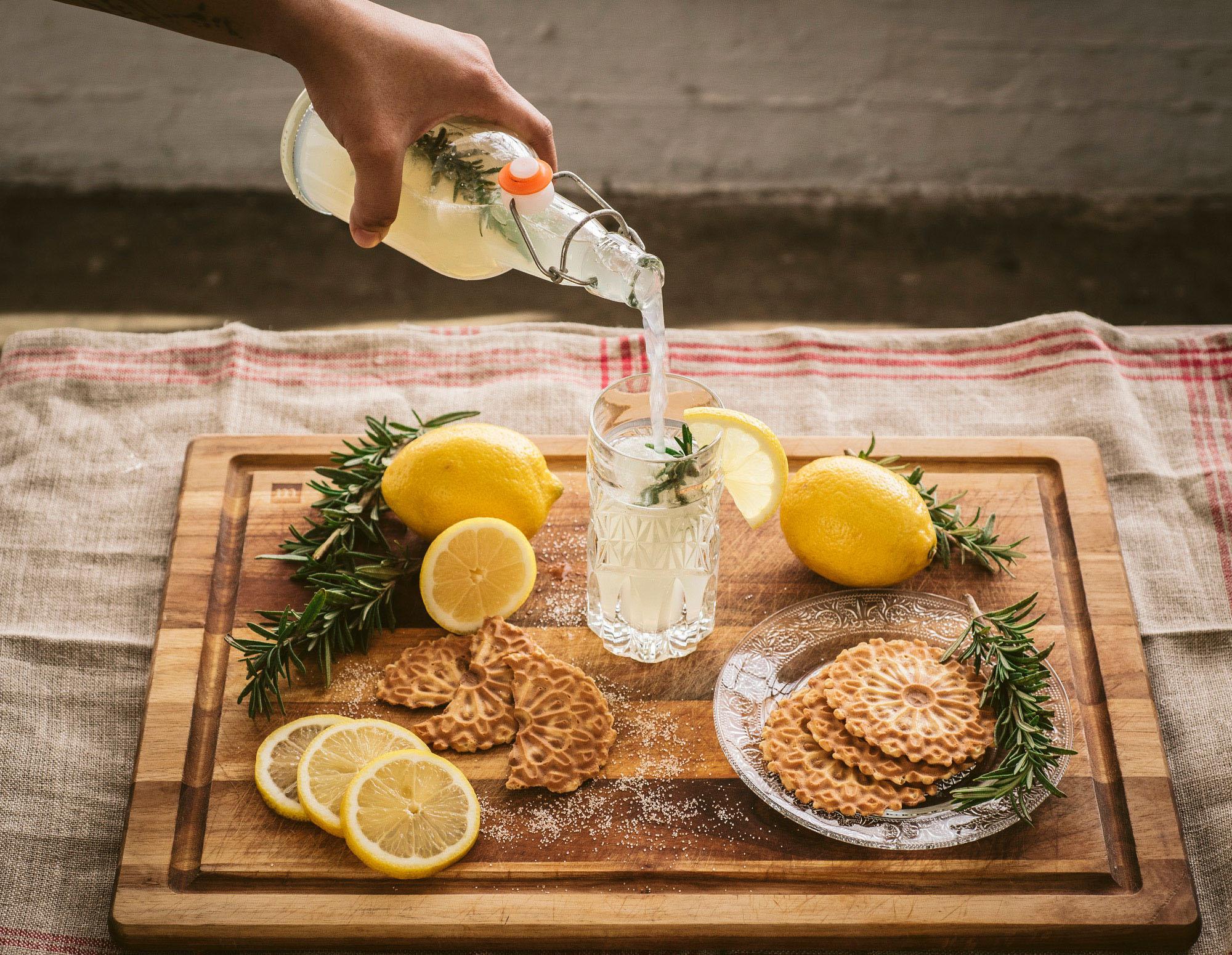 Sparkling Rosemary Lemonade Pour
