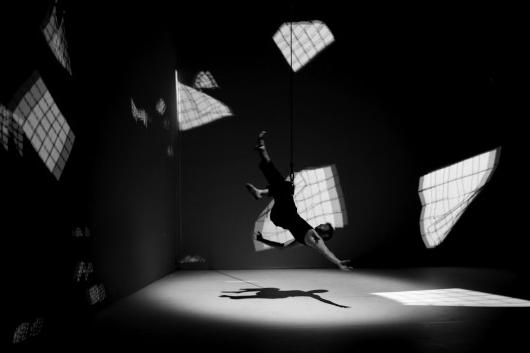 <b>Adrien M Claire B // Mouvement de l'air</b><br>Particles and performer interaction