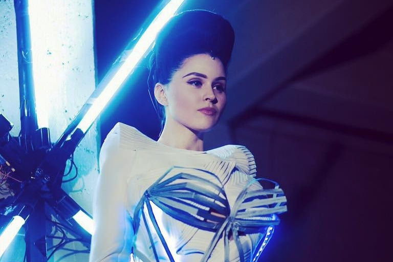 <b>Viktoria Modesta // Performance</b><br>Audio reactive real time animations