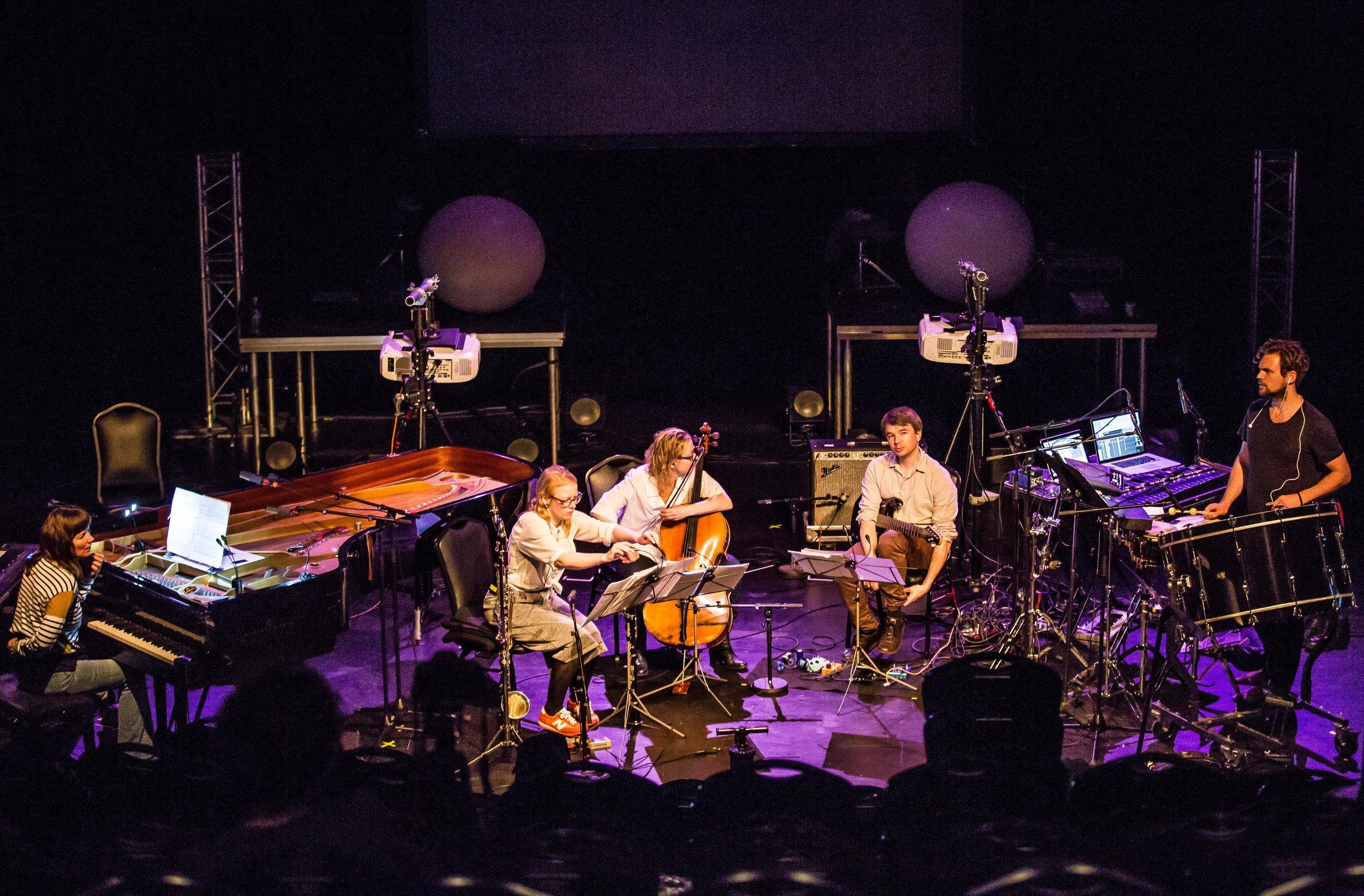 Ensemble Asamisimasa performing Oh I see by Carola Bauckholt. Photo by Magnus Skrede.
