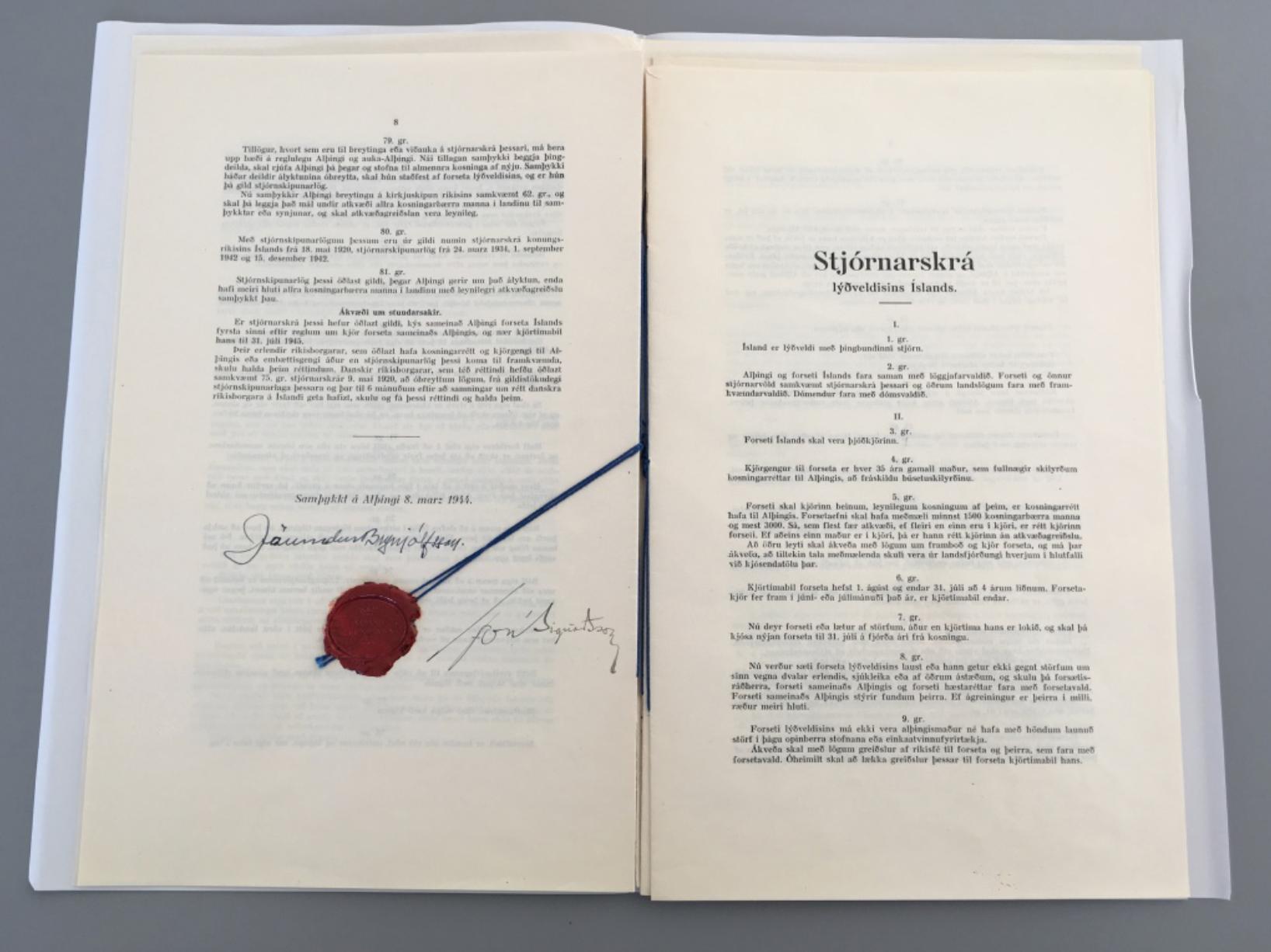 5 íslenskar stjórnarskrár sýndar almenningi | 5 Icelandic constitutions on public display