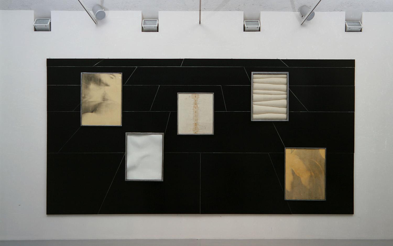 Senza titolo, 1994  Ferro, gesso, carta emulsionata, olio su tela incollata su legno  cm. 300 x 600