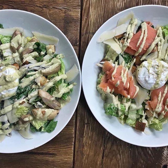 Ik ben dol op mijn salades! #salades #ceasar #zalm #croutons #sla #thijsbydikkerenthijs #etenbijthijs #lunch #diner #iamsterdam