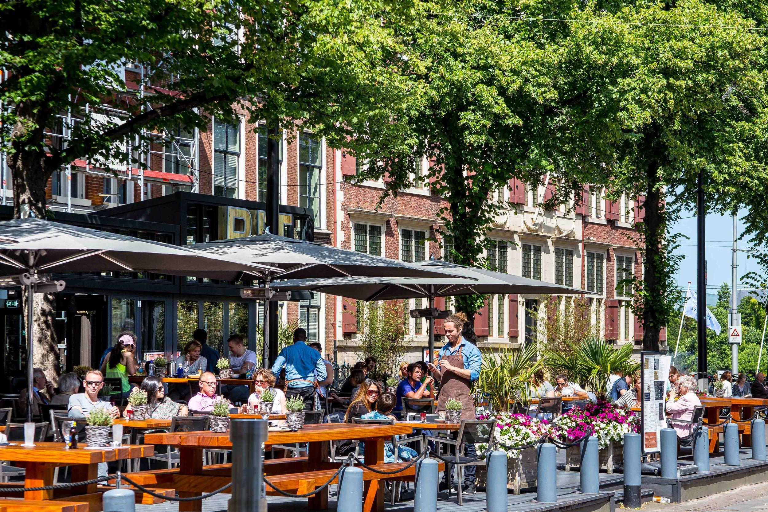 BIT Grill & Café-terras2.jpg