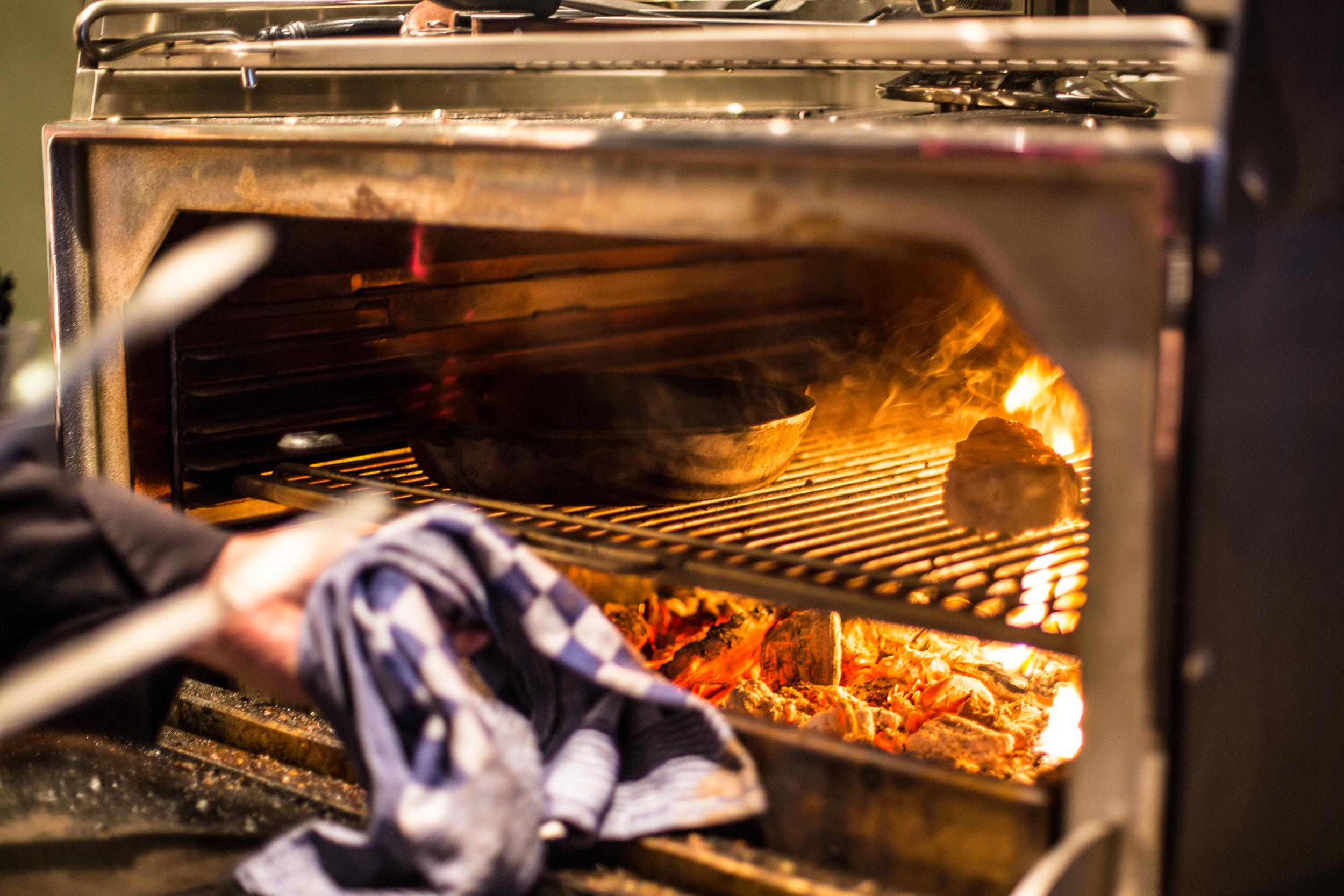 Josper grill houtskool.jpg