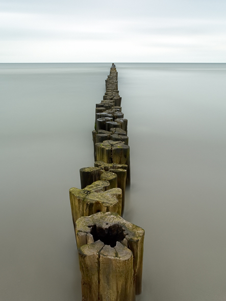 Capture: Groyne & Sea, Camera: Hasselblad H1, Lens: 35mm, Film / Digital: Phase One IQ140, Exposure: 3min 23s, Aperture: f/22, ISO: 50, Filters: Lee Big Stopper ND