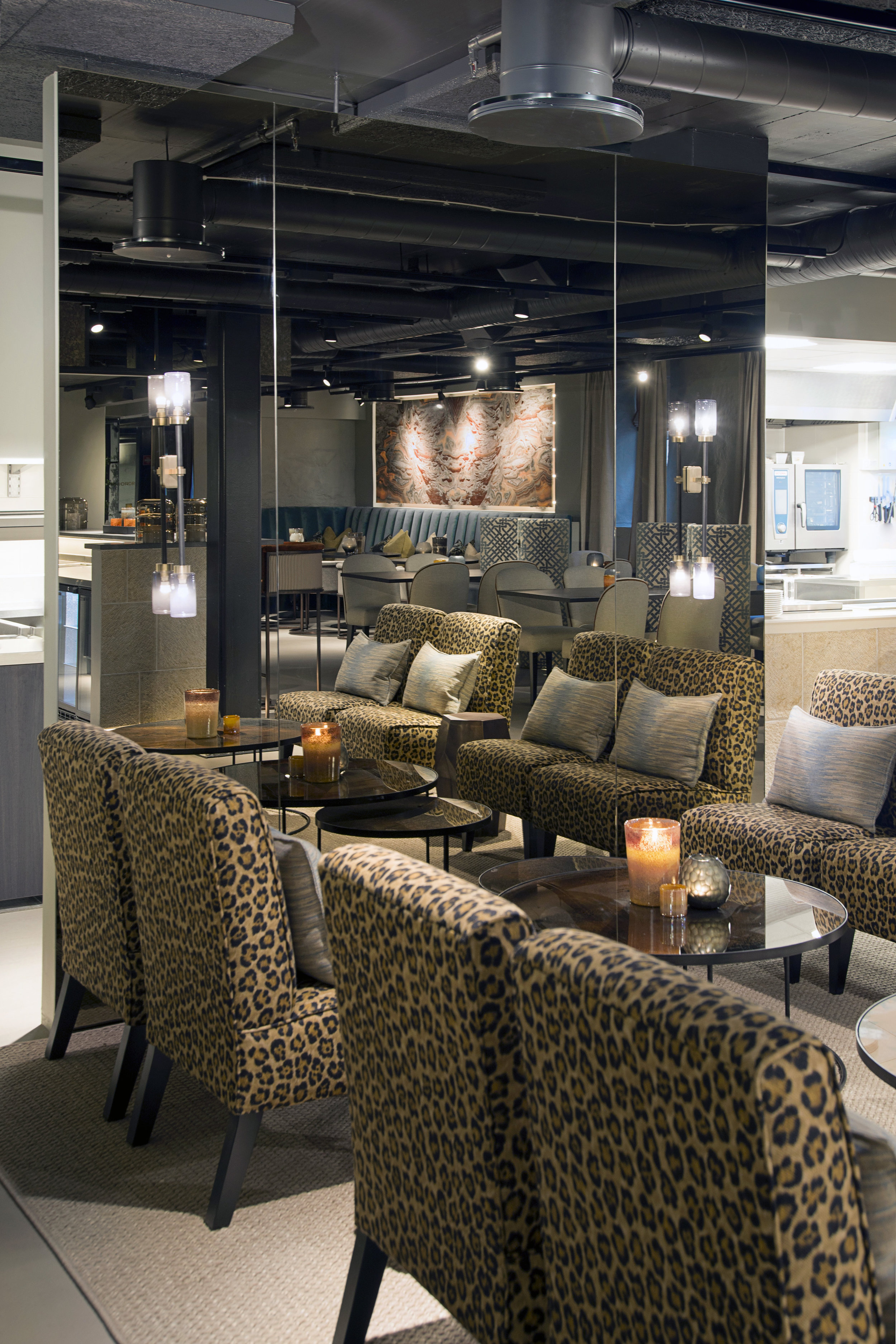 SOG27_Lounge ved speil_01.jpg