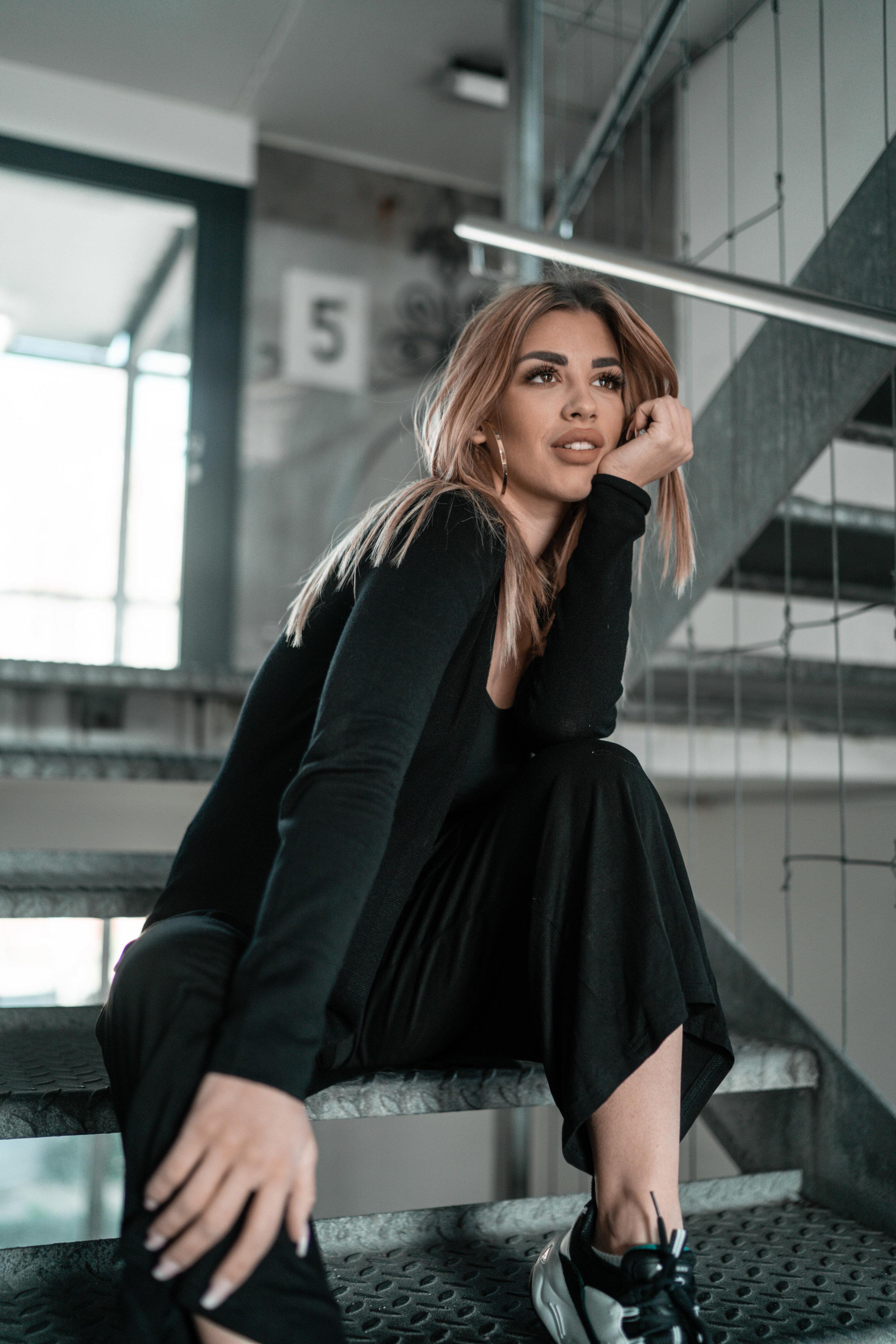 Dijana Cvijetic - Ex-Miss Universe Switzerland Dijana steht schon seit über 11 Jahren als Model vor der Kamera, und ist seit 5 Jahren professionell auf Instagram unterwegs.Auf Instagram arbeitet sie mit Marken auf der ganzen Welt zusammen wie z. Bsp. Pretty Little Thing, Skechers, Michael Kors, Rituals Cosmetics, NYX, Starbucks, Bobbi Brown uvm.