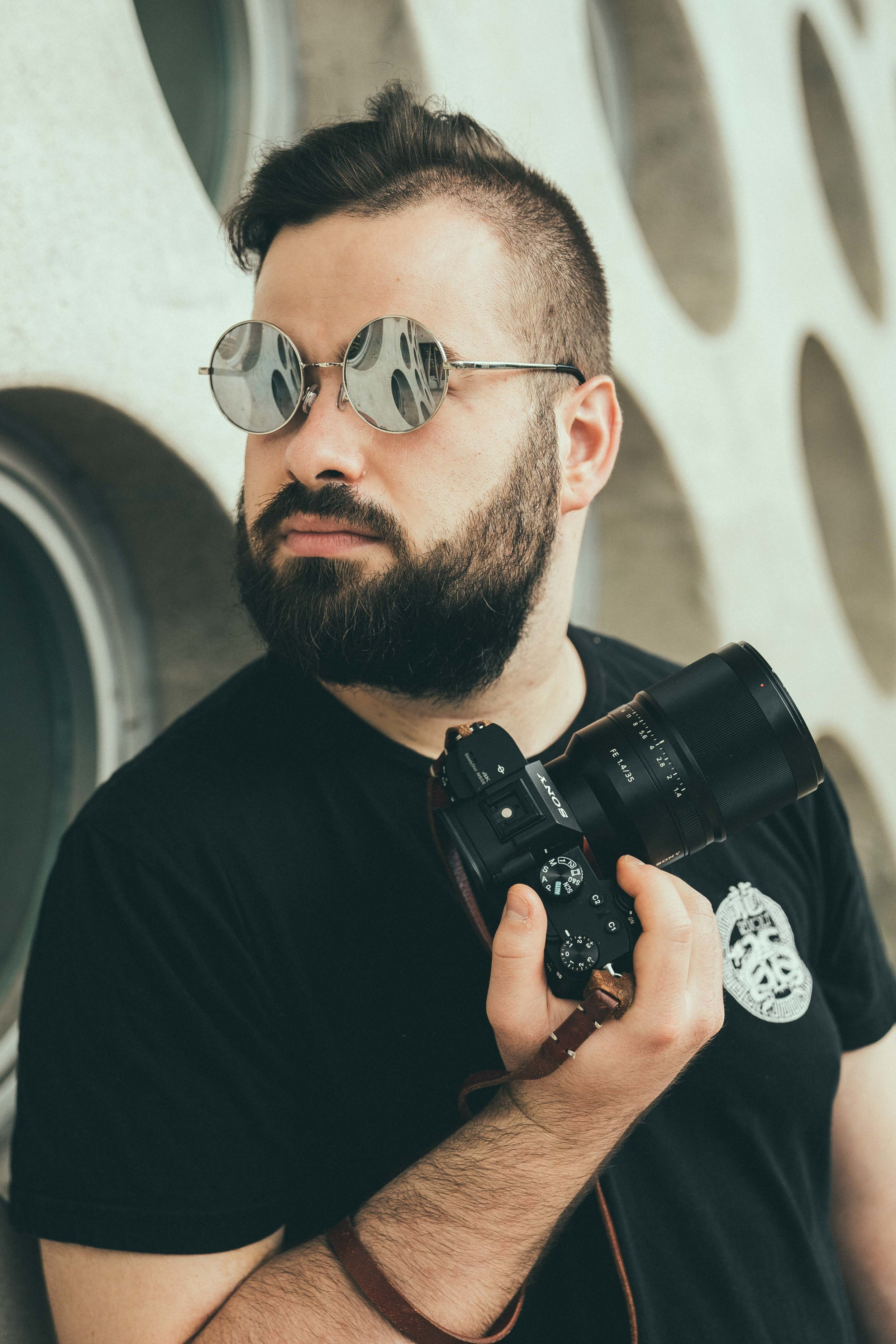 Sascha Oberholzer - Sascha ist seit über 6 Jahren Fotograf und Influencer.In dieser Zeit hat er unter anderem für diverse Brands wie z. Bsp. Brandy Melville, Zebra Fashion, Dosenbach uvm. geshootet.Auch mit diversen Influencern shootet er regelmässig und weiss genau auf was es ankommt um ein attraktives Profil zu haben.