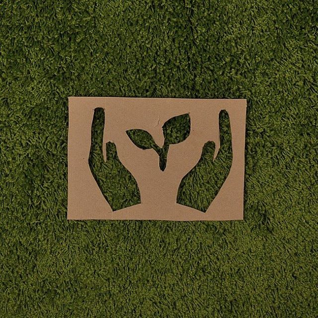 В современном мире «зелёный» бизнес всё более уважаем всеми участниками – владельцами, их партнерами, государственными и общественными организациями, а также конечными потребителями экопродукции.  Сертификация FSC – это: ✅удовлетворение требований уже существующих экоориентированных клиентов; ✅важный вклад в дело поддержки лесов с ответственным управлением лесами; ✅конкурентная и выгодная цена на продукцию, с обязательной долей финансирования программ, утвержденных в рамках FSC; ✅увеличение рынков сбыта продукции, включая свободное продвижение товаров, на которых есть отметка со знаком «зелёное дерево с птичкой» (это логотип FSC), на внешних рынках, как единственная альтернатива для борьбы с браконьерской вырубкой лесов и «серыми» производителями из сырья сомнительного происхождения; ✅уменьшение бизнес-рисков, в число которых могут входить конфликты с организациями экологов.  Добровольная сертификация FSC – это важный шаг для престижа в бизнес-среде, морального удовлетворения из-за осознания особой миссии и успешного роста на фоне растущей востребованности сертифицированной экологической продукции. К примеру, наша продукция уже имеет такой сертификат.  #РэмосАльфа #упаковка #польза#гофрокартон #RemosAlfa #packaging #гофрокороб #сертификация #FSC #безопасность