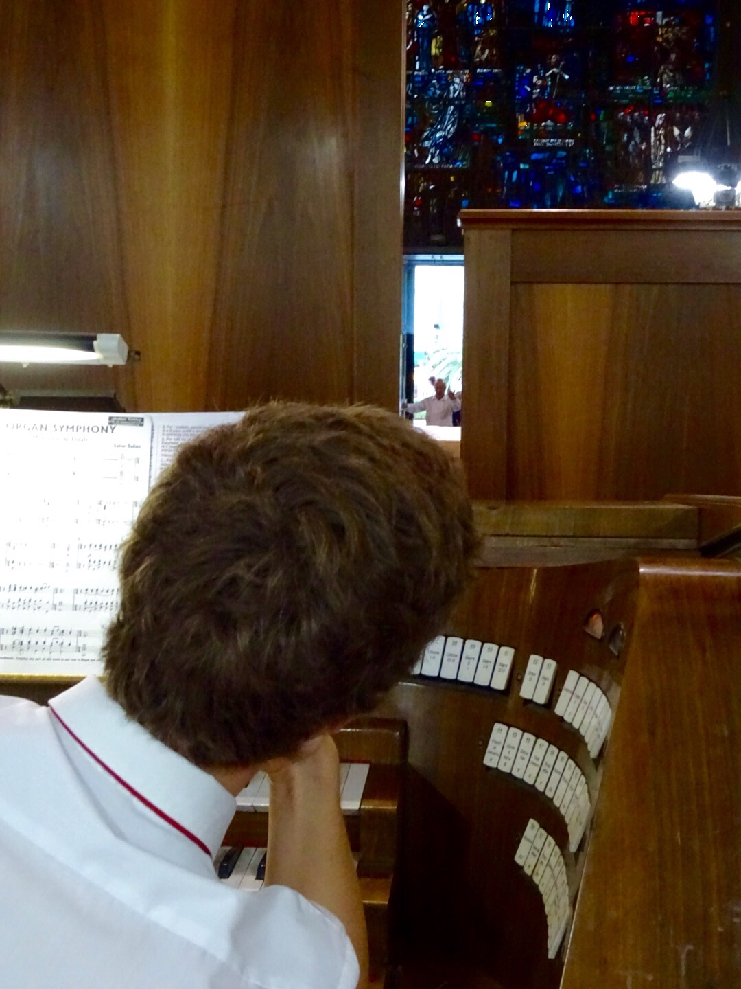 Difficult to see the conductor from the organ.