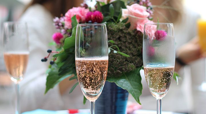 Wine-Compliments-mothers-daymummflowers-champagnechampagne-mothers-day[1].jpg
