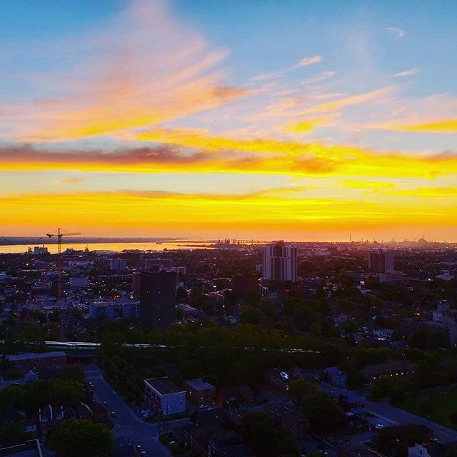 Sunrise in Hamilton #sunrise #sunrisesky #hamont #hamilton