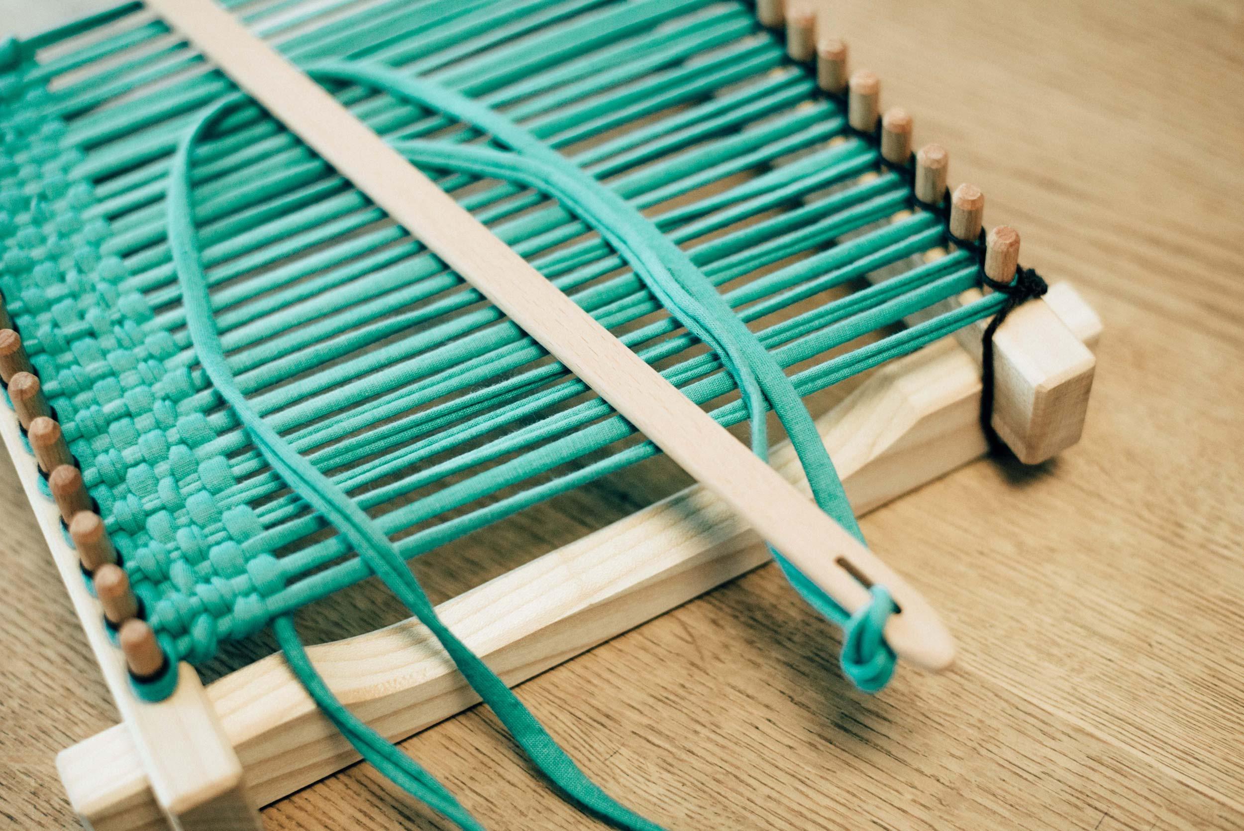 Métier à tisser  pour de la très grosse laine ou des bandes de coton.