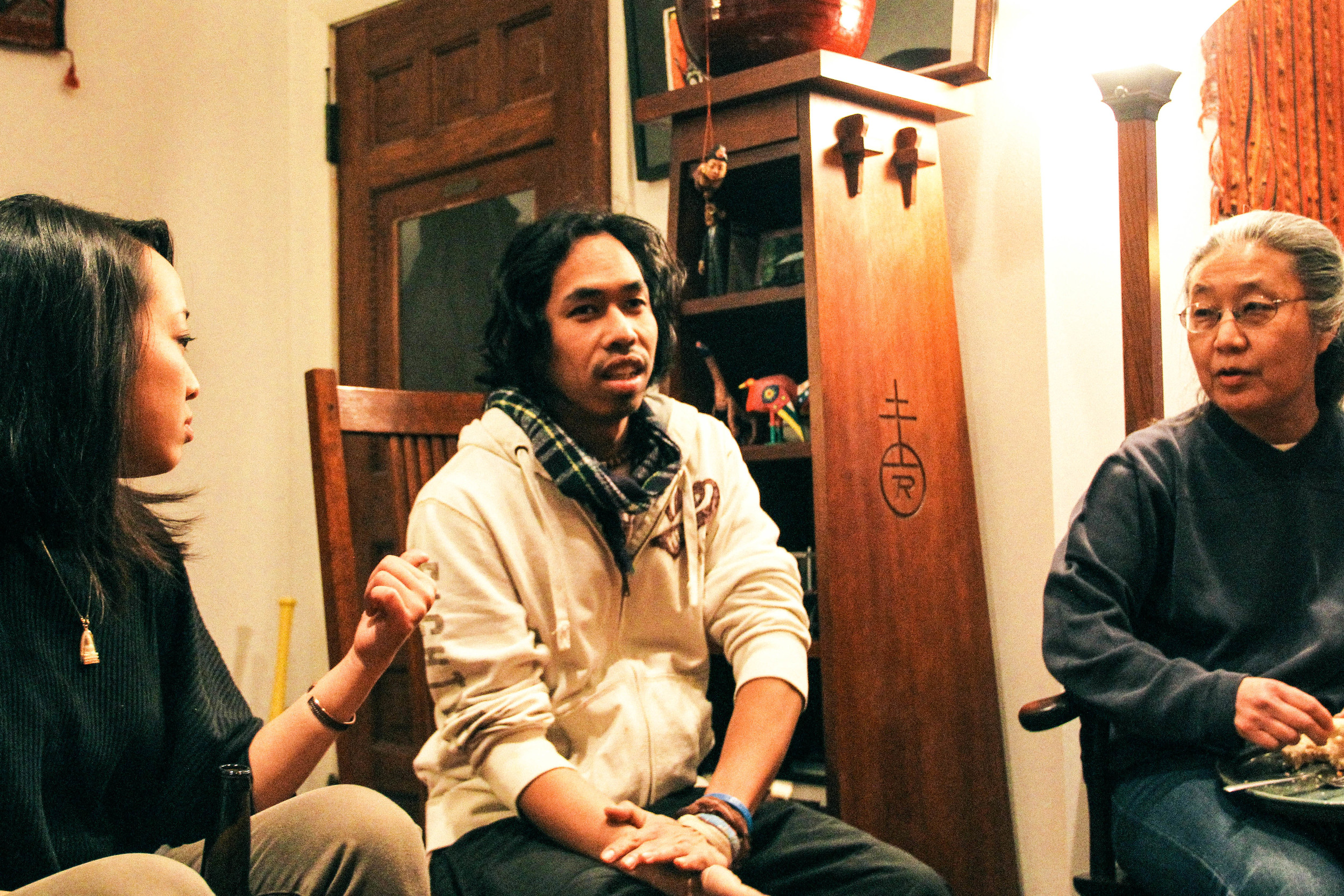 Kaoru Watanabe (right) sharing her stories and perspectives with peace fellows Alina (left)and Johnny (middle).
