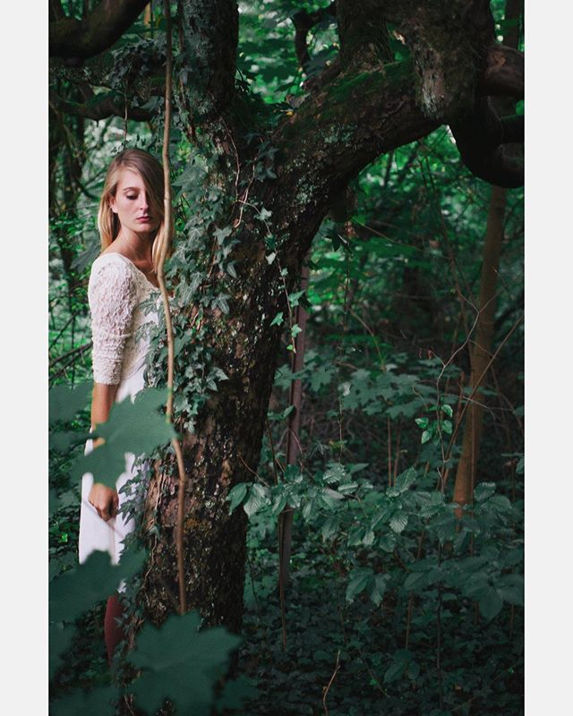 Portraitserie #portrait #girl #picoftheday #forest #woods #nature #leaf