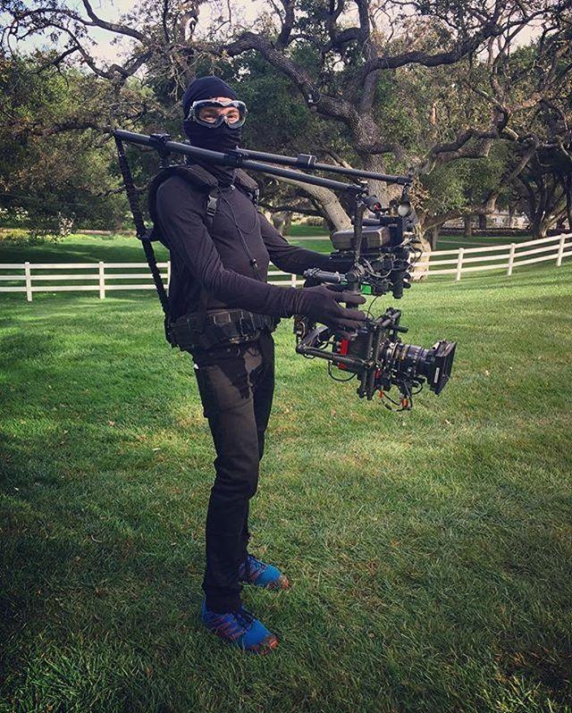 #Repost @bennyvbennyv ・・・ Sometimes you gotta go full ninja. Operating for the notorious @augustthurmer ! #blackout #movi #freefly #readyrig #smallhd @movi_rentals_inc