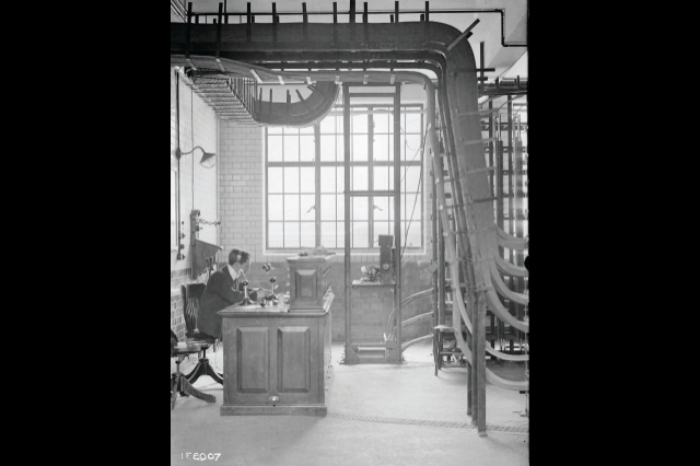 15a_Kingston telephone excahnge, august 1918.jpg