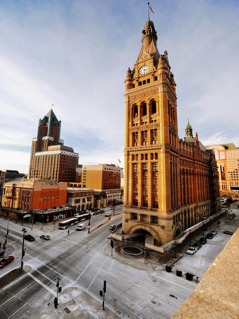 Milwaukee City Hall / Milwaukee, WI