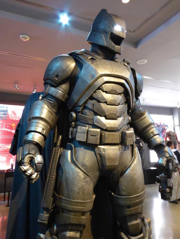 armoured batsuit Batman v Superman.jpg