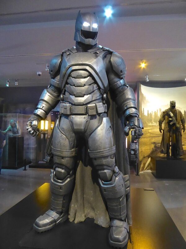 Batman v Superman armoured batsuit.jpg