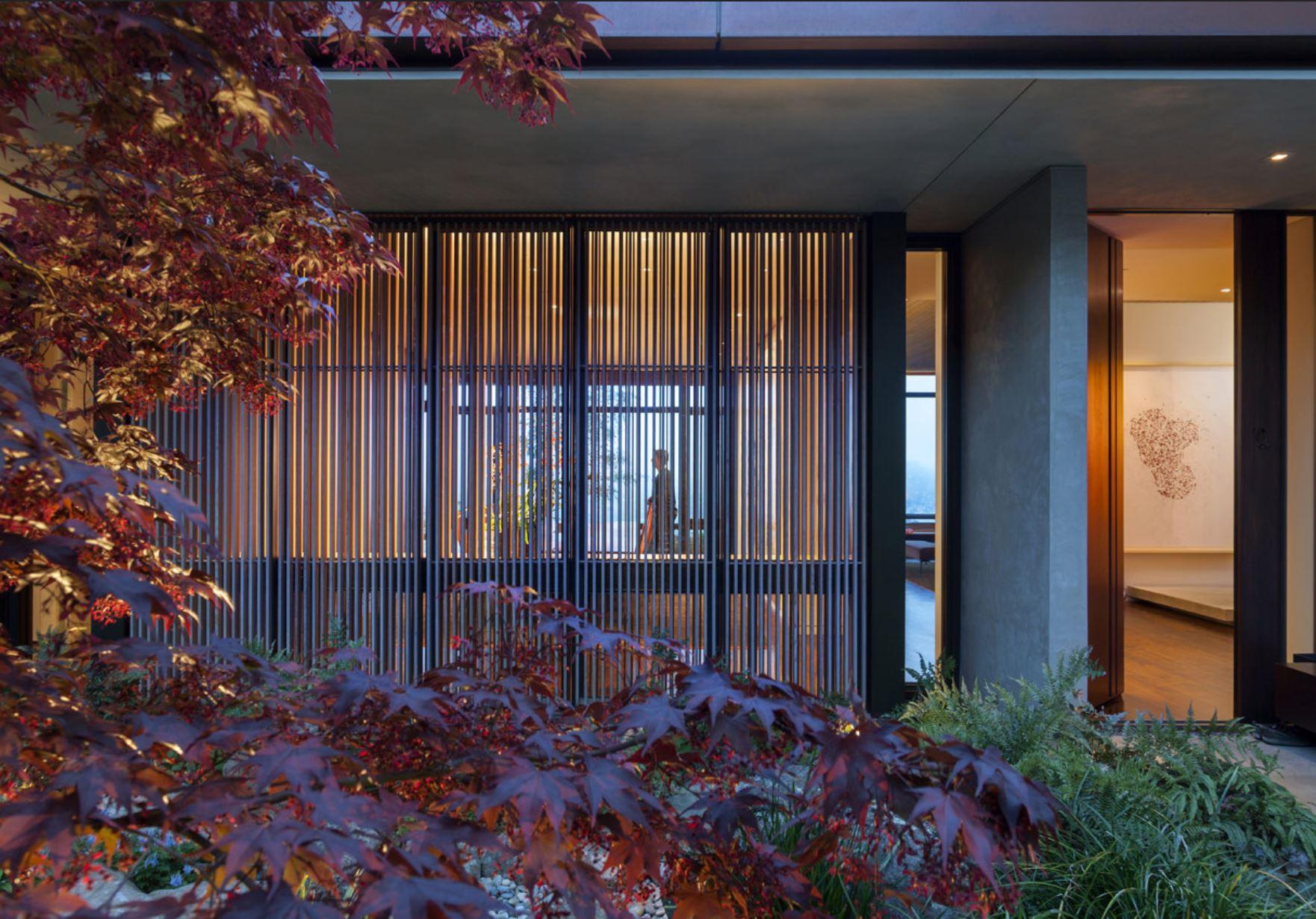 CourtyardScreen.JPG
