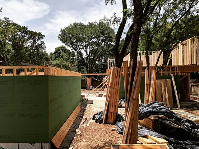 Under Construction: Rollingwood Residence #gowiththeflow #treesplease #aparallel #austinarchitecture #rollingwood #shoberghomes