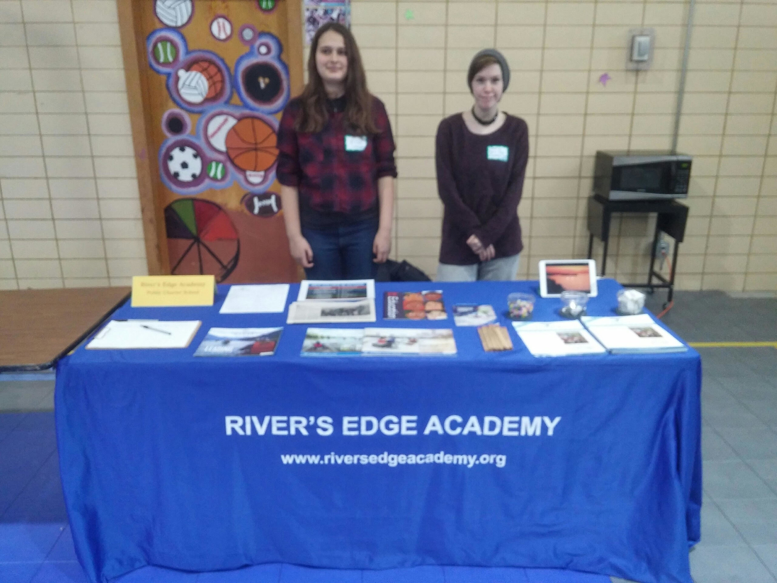 rea students booth mn.jpg