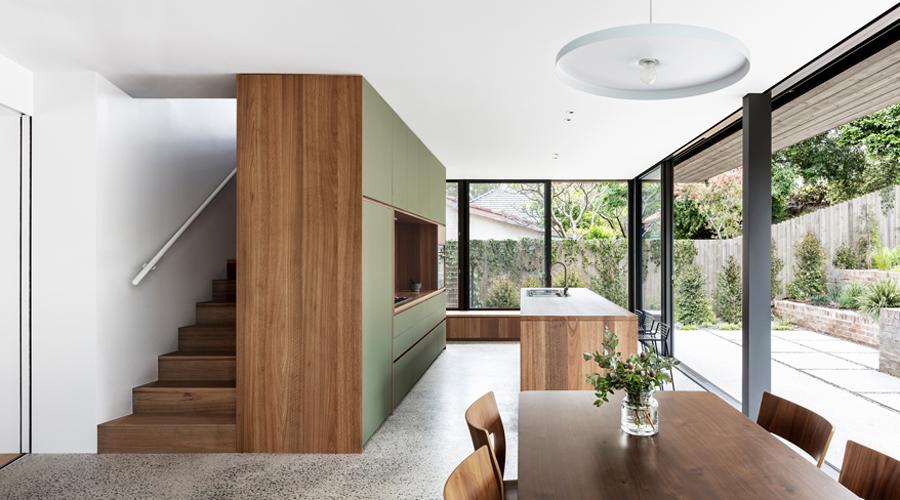 Cooks River House_studioplusthree_05_TomFerguson_900x500.jpg