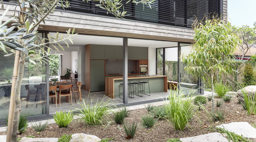 Cooks River House_studioplusthree_03_TomFerguson_900x500.jpg